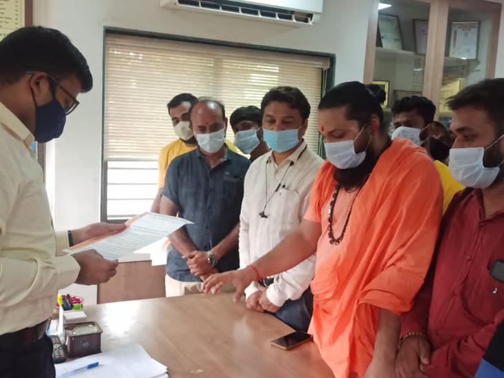 જેતપુરમાં શ્રાવણ માસ દરમિયાન કતલખાના બંધ રખાવવા રજૂઆત જેતપુર,Jetpur - Divya Bhaskar