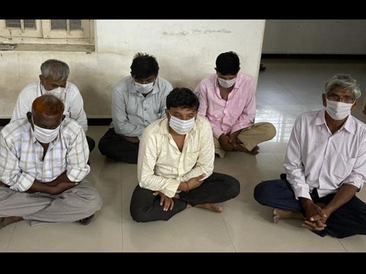 ટંકારા, જેતપુર, ખરેડામાં દરોડા, 22 જુગારી ઝબ્બે, પોલીસે ત્રાટકી શકુનિઓની મજા બગાડી|મોરબી,Morbi - Divya Bhaskar