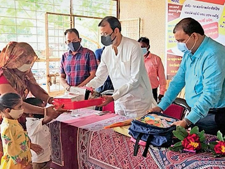 શિક્ષણાધિકારીએ જન્મદિવસે અનાથ બાળક દત્તક લઇ શિક્ષણ સહિતની જવાબદારી લીધી|દાહોદ,Dahod - Divya Bhaskar