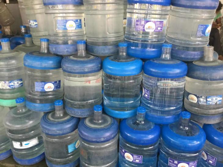 પાણીના કેરબાનો મહિને 750 કરોડનો ધંધો, પણ ચેકિંગ નહીં; પાણીજન્ય રોગમાં ગત વર્ષ કરતાં 10 ગણો વધારો છતાં કોઈ નિયંત્રણ નથી|અમદાવાદ,Ahmedabad - Divya Bhaskar