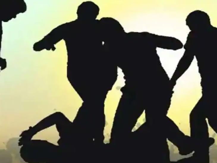 વ્યાજના રૂપિયા મુદે વેપારી પિતા-પુત્ર પર હુમલો ભુજ,Bhuj - Divya Bhaskar