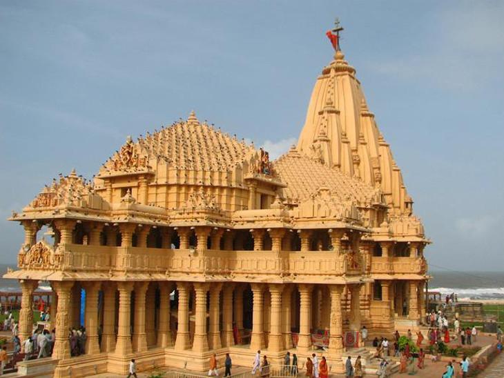 ગુજરાતમાં આવેલું સોમનાથ મહાદેવ એ 12 જ્યોતિર્લિંગમાંનું સૌપ્રથમ છે. જે વેરાવળ નજીક પ્રભાસ તીર્થમાં આવેલું છે