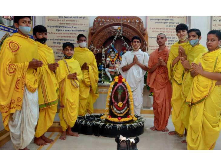 ઋષિકુમારોએ શ્રાવણ માસની શરૂઆતમાં શિવ પૂજન કર્યું - Divya Bhaskar