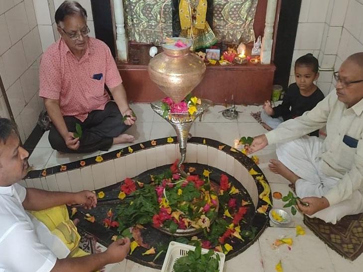 શ્રાવણ માસની શરૂઆત સાથે શ્રદ્ધાળુઓનો ધસારો શરૂ - Divya Bhaskar