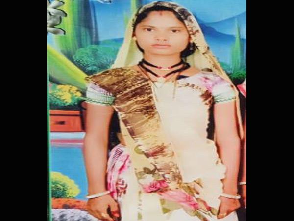 વાવમાં પતિના ત્રાસથી પત્નીએ ઓઢણાથી ઢાળીયામાં ગળા ફાંસો ખાઈ આપઘાત કર્યો વાવ,Vav - Divya Bhaskar