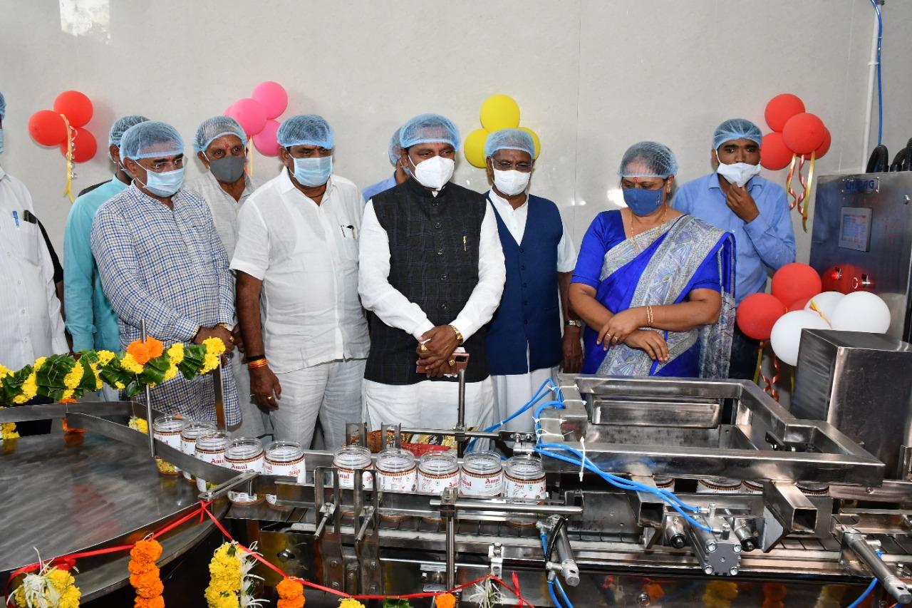 સુરેન્દ્રનગરની સુરસાગર ડેરી દ્વારા બ્રાઉન ઘીના ઉત્પાદનની શરૂઆત કરાઇ - Divya Bhaskar