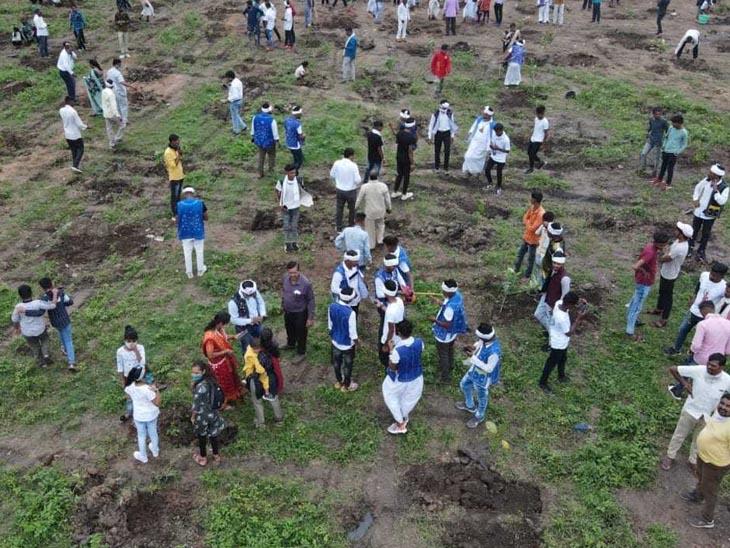 દાહોદ જિલ્લામાં ત્રણ લાખ કરતાં વધુ છોડ રોપી આદિવાસી પરિવારે કરી 9 ઓગસ્ટની ઉજવણી દાહોદ,Dahod - Divya Bhaskar