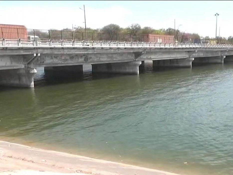 ગુજરાતમાં પાણીની તંગી, ડેમો-જળાશયોમાંથી સિંચાઈ માટે તાત્કાલિક પાણી છોડવા રાજ્ય સરકારનો આદેશ|અમદાવાદ,Ahmedabad - Divya Bhaskar