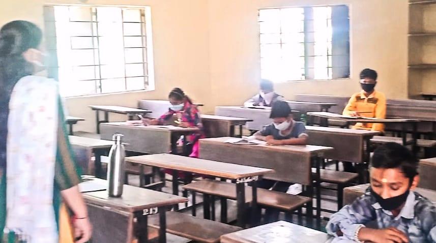 ચોટીલામાં આજે જવાહર નવોદય વિદ્યાલયની ધોરણ 5મા અભ્યાસ કરતા વિધાર્થીઓ માટેની પરીક્ષાનો શુભારંભ - Divya Bhaskar
