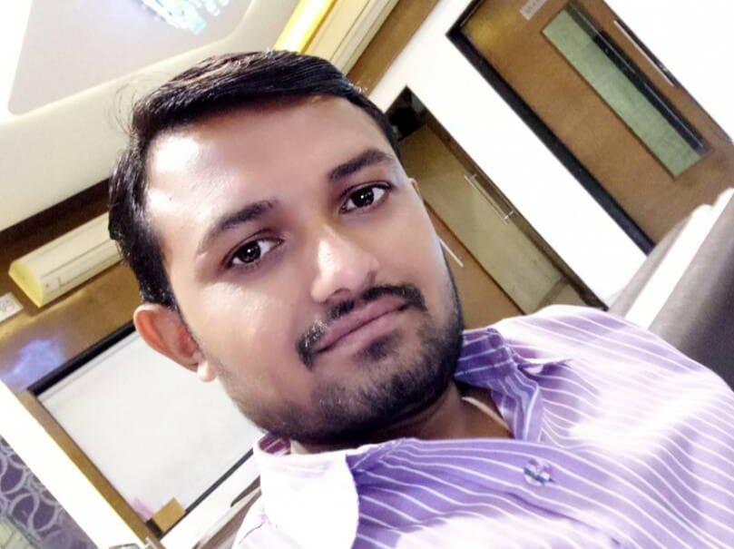 તલાટી પતિએ ઘરમાં દારૂની બોટલ લાવતાં પત્નીએ પોલીસને જાણ કરી, પોલીસે છાપો મારી તલાટીને ઝડપી લીધો - Divya Bhaskar