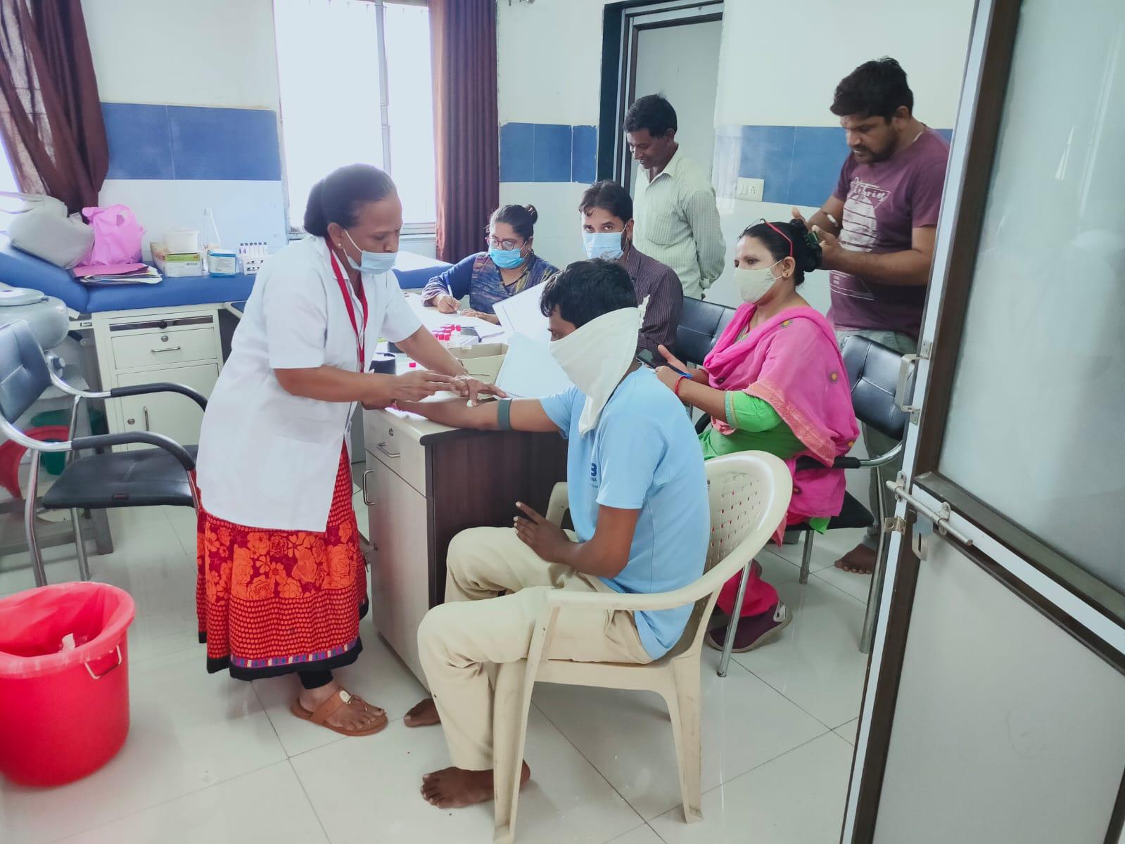 સંભવિત કોરોના સામેની ત્રીજી લહેર સામે લડવા ગાંધીનગરમાં સિરો સર્વે કરાયો, ઓગસ્ટના અંતમાં રિપોર્ટ આવશે ગાંધીનગર,Gandhinagar - Divya Bhaskar