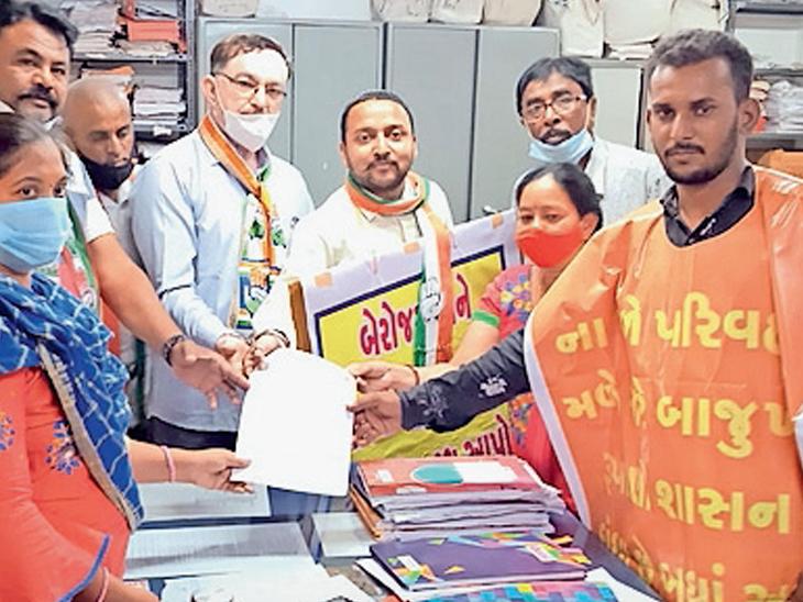હાલોલ તાલુકા કોગ્રેસ સમિતિ દ્વારા મામલતદારને આવેદન - Divya Bhaskar