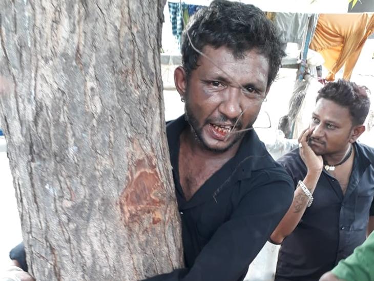 ઘટીસણા ગામે દારૂ પીને ધમાલ કરતા દારૂડિયાને પોલીસને સોંપ્યો રામપુરા,Rampura - Divya Bhaskar