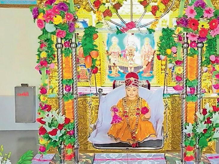 વાઘજીપુર શ્રી સ્વામિનારાયણ મંદિરમાં હિંડોળા ઉત્સવની ઉજવણી તથા ચાતુર્માસ કથા કરવામાં આવી રહી છે - Divya Bhaskar