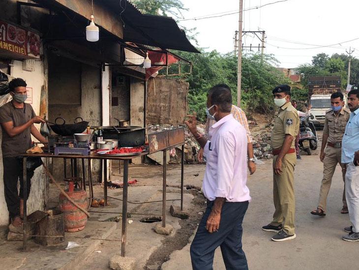 ડીસા પોલીસ દ્વારા માંસ મટનની હાટડી બંધ કરાવવા કવાયત હાથ ધરી હતી. - Divya Bhaskar
