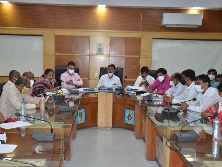 મહેસાણા જિલ્લા પંચાયતની સામાન્ય સભા યોજાઇ હતી - Divya Bhaskar