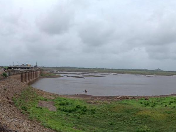 વરસાદ ખેંચાતા ગિર-સોમનાથના ડેમ ખાલીખમ, હિરણ - 2 માં વેરાવળ, સુત્રાપાડાને 45 દિવસ આપી શકાય એટલું પાણી|વેરાવળ,Veraval - Divya Bhaskar