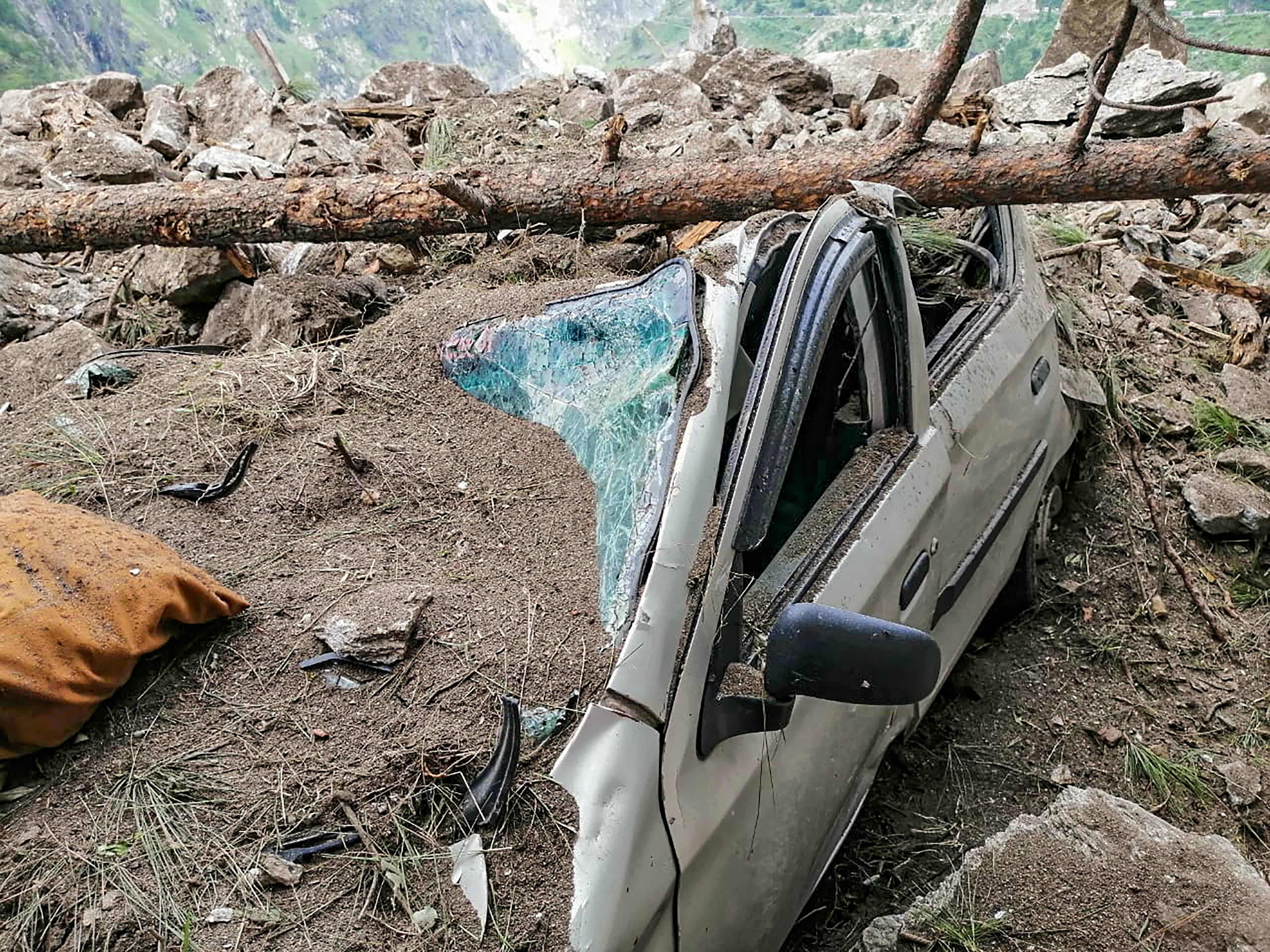 કાટમાળમાં દટાયેલી બસના ડ્રાઇવરનો ફોન ચાલુ હતો, લોકોએ ફોન કરીને બચાવવાના કર્યા પોકાર; 13નાં મોત, 40 લોકોની શોધખોળ ચાલુ|ઈન્ડિયા,National - Divya Bhaskar