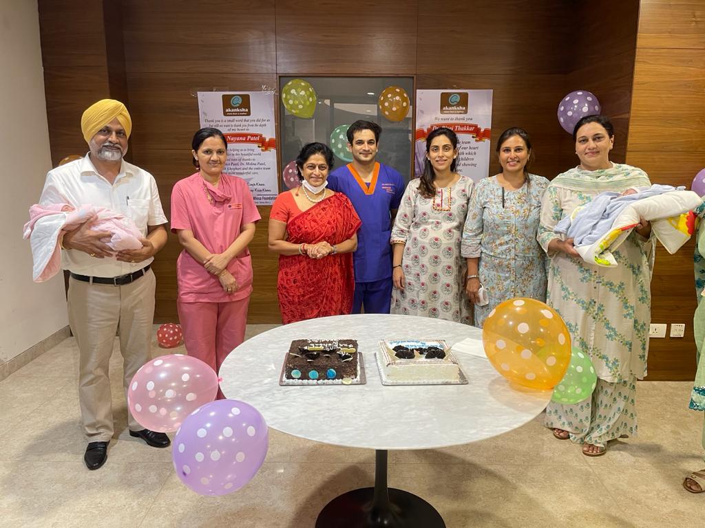 હોસ્પિલમાંથી રજા મળતા હરિયાણા દંપત્તિએ ખુશીઓ ઉજવી ,બાળકોના નવજીવન માટે ડૉક્ટર્સનો આભાર માન્યો - Divya Bhaskar