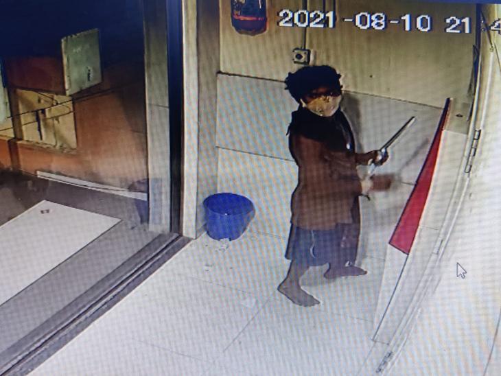 બાબેન ગામે માનસિક અસ્વસ્થ યુવક ATMમાં ઘુસી ગયો. - Divya Bhaskar