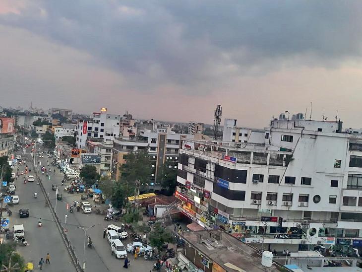 દાહોદ શહેરનું વરસાદી વાદળો વિનાનું કોરુંધાકોર આકાશ. - Divya Bhaskar