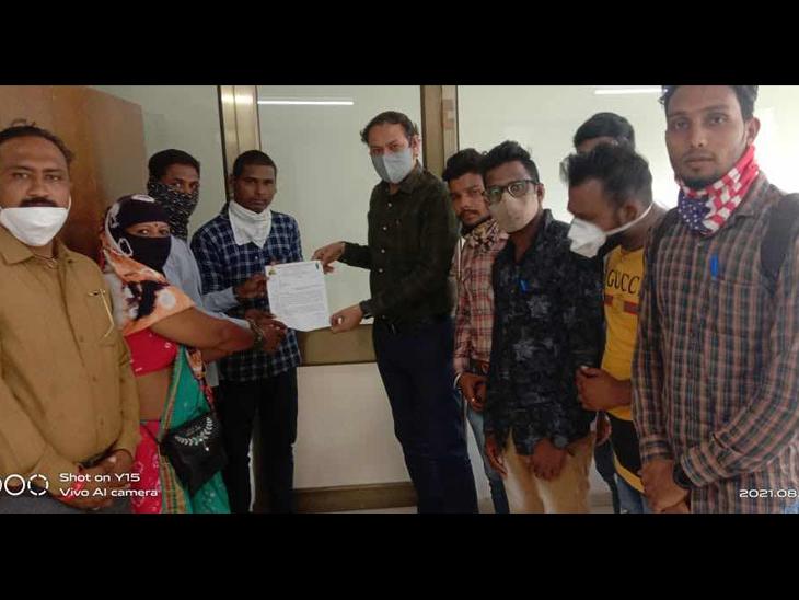 રાજ્ય સફાઇ કામદાર મહામંડળે દુષ્કર્મના વિરોધમાં આવેદન આપ્યું. - Divya Bhaskar