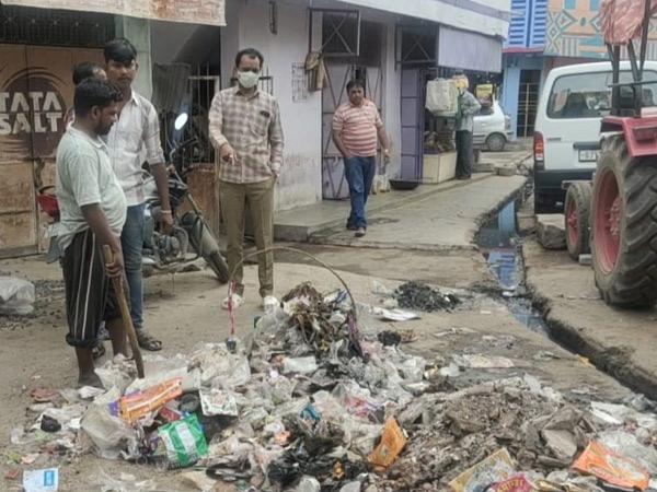 શહેરામાં કચરાના ઢગલામાં બાયોમેડીકલ વેસ્ટ નાંખ્યો - Divya Bhaskar