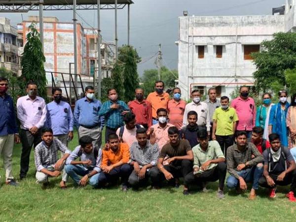 ગ્રાન્ટેડ કોલેજોના ખાનગીકરણ બાબતે અધ્યાપકોએ સરકાર સામે બાંયો ચડાવી કલોલ (ગાંધીનગર),Kalol (Gandhinagar) - Divya Bhaskar