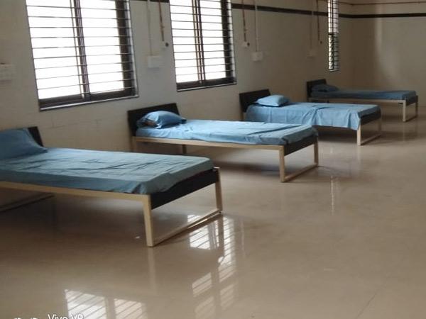 બીજી લહેરમાં સિવિલમાં દાખલ થવા દર્દીઓને કલાકો રાહ જોવી પડતી હતી. - Divya Bhaskar