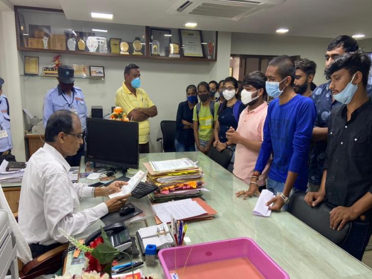 ઉત્તર ગુજરાત યુનિવર્સિટી દ્વારા જાહેર કરવામાં આવેલ BSC સેમ-1નાં પરિણામમાં સુધારો કરી ફરી જાહેર કરવા એબીવીપીની માંગ|પાટણ,Patan - Divya Bhaskar