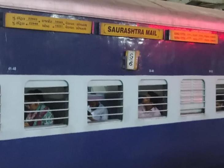 સૌરાષ્ટ્ર મેલ ટ્રેન(ફાઇલ તસવીર) - Divya Bhaskar