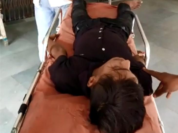 108 મારફતે આરોપીને સારવાર અર્થે હોસ્પિટલ ખસેડવામાં આવ્યો હતો.