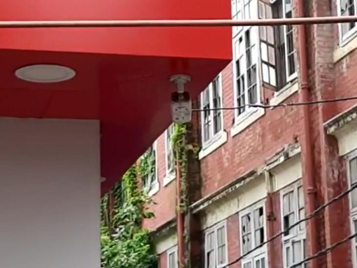 . તસ્કરોએ દુકાનોના CCTVથી બચવા માટે નુકસાન પહોંચાડ્યું હતું