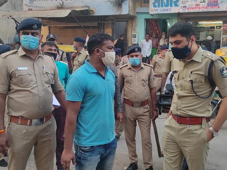 પોલીસ સાથે કુખ્યાત કાલુ ગરદન - Divya Bhaskar