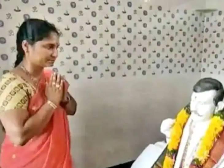 આંધ્ર પ્રદેશમાં પત્નીએ મૃત પતિની યાદમાં મંદિર બનાવડાવ્યું, પતિની આરસની મૂર્તિની સવાર-સાંજ પૂજા કરે છે|લાઇફસ્ટાઇલ,Lifestyle - Divya Bhaskar