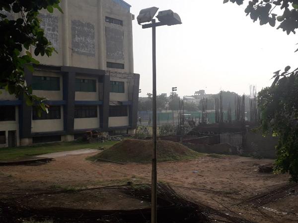 અમદાવાદના ખોખરામાં સૌથી મોટા સ્પોર્ટ્સ કોમ્પ્લેક્સમાં 3 કરોડ ખર્ચ છતાં માટીના ઢગલા|અમદાવાદ,Ahmedabad - Divya Bhaskar