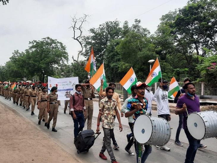 ગુજરાત યુનિવર્સિટીમાં આઝાદીના અમૃત મહોત્સવની ઉજવણી, એન.સી.સી કેડેટ્સ દ્વારા ફ્લેગ માર્ચ|અમદાવાદ,Ahmedabad - Divya Bhaskar
