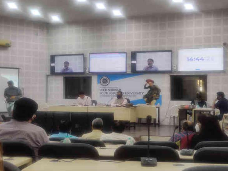 યુનિવર્સિટીમાં મળેલી બેઠકમાં નવી પોલિસીનો અમલ કરવાનો નિર્ણય લેવાયો હતો. - Divya Bhaskar