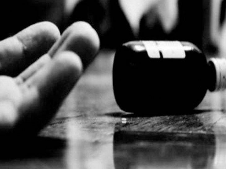 સુરતમાં આપના નેતાએ મહિલા કાર્યકર્તાને ધમકી આપતાં આપઘાતનો પ્રયાસ, 4 હજારની ઉઘરાણી માટે રાજકીય કરિયર પતાવવાનું કહ્યું|સુરત,Surat - Divya Bhaskar
