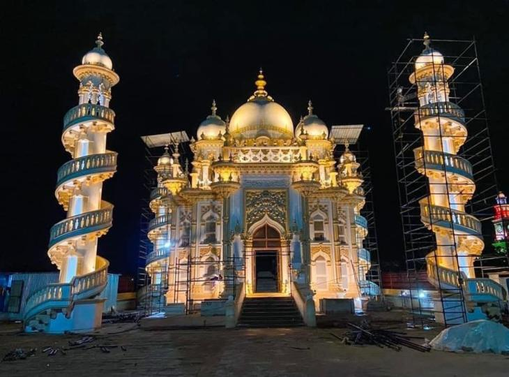 જૂનાગઢના ઐતિહાસિક સ્થળોને રંગબેરંગી લાઇટોથી સુશોભિત કરવામાં અાવેલ - Divya Bhaskar