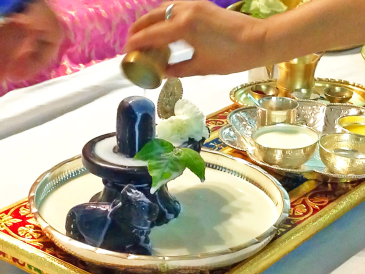 શ્રાવણમાં શિવજીનો રૂદ્રાભિષેક કરવાની પરંપરા છે; શિવજીને શીતળતા આપનારી વસ્તુઓ પ્રિય છે|ધર્મ,Dharm - Divya Bhaskar