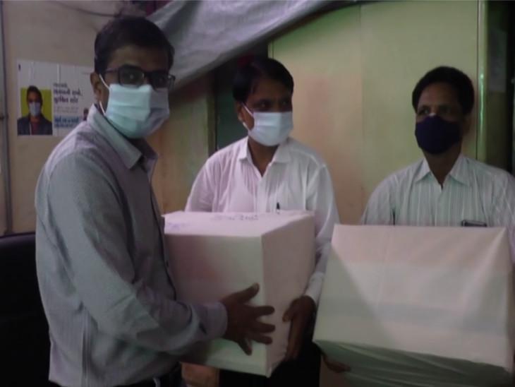 વડોદરાના શિક્ષક છેલ્લા 7 વર્ષથી દેશની સરહદની રક્ષા કરતા જવાનોને રાખડી મોકલે છે, 75 રાખડીથી શરૂ કરેલું અભિયાન 30 હજાર રાખડી સુધી પહોંચ્યું|વડોદરા,Vadodara - Divya Bhaskar