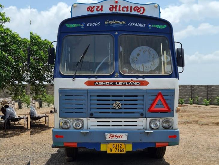ગોંડલના ચરખડી ગામે વાડીમાંથી ગેરકાયદે 10 હજાર લિટર બાયોડીઝલ ભરેલું ટેન્કર ઝડપાયું|રાજકોટ,Rajkot - Divya Bhaskar