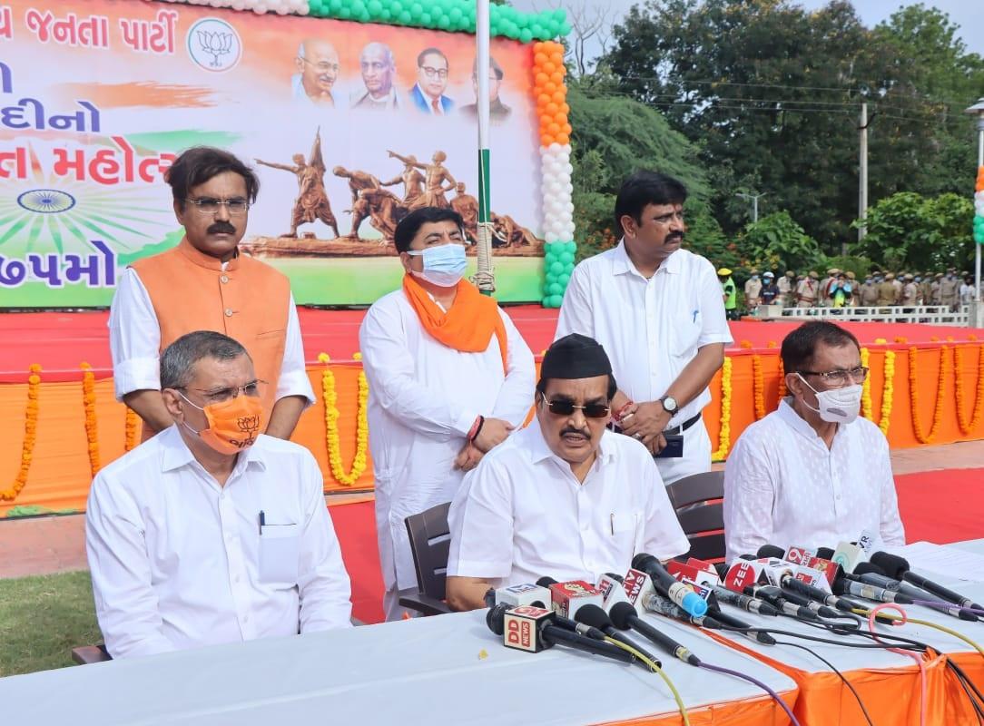 ગુજરાતમાં ભાજપ 2022ની વિધાનસભા ચૂંટણી વિજય રૂપાણીના નેતૃત્વમાં જ લડશે, સી.આર પાટીલની જાહેરાત અમદાવાદ,Ahmedabad - Divya Bhaskar