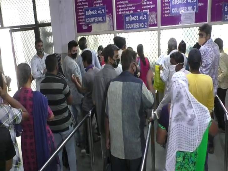 રાજકોટમાં ચોમાસાની ઋતુમાં રોગચાળો બેકાબુ બન્યો, 43 દિવસમાં કુલ 2163 નોંધાયા, આરોગ્ય અધિકારીએ કહ્યું- ચોમાસાની પેટર્ન બદલાતા રોગચાળો વધ્યો છે રાજકોટ,Rajkot - Divya Bhaskar
