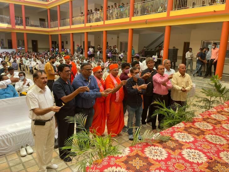 ગોધરામાં સ્વામિનારાયણ ગાદી ઈન્ટરનેશનલ ટેકનો સ્કૂલનું વાસ્તુ પૂજન તથા ઉદ્ઘાટન કરવામાં આવ્યું|અમદાવાદ,Ahmedabad - Divya Bhaskar