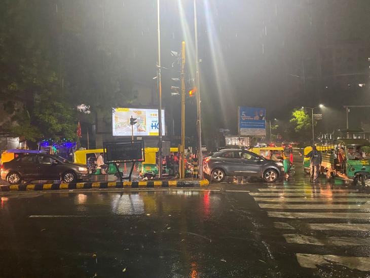 લાંબા વિરામ બાદ વરસાદનું આગમન; અમદાવાદના અનેક વિસ્તારોમાં ધોધમાર વરસાદ; શહેરીજનોને બફારામાંથી રાહત અમદાવાદ,Ahmedabad - Divya Bhaskar