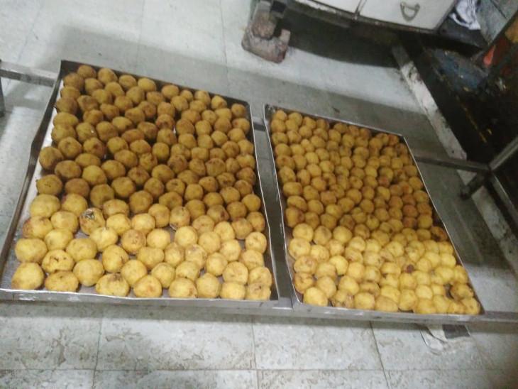 રાજકોટમાં શ્રાવણ માસમાં ફરાળી પેટીસનું વેચાણ કરતી ભગવતી અને બાલાજી ફરસાણ સહિત 14 દુકાનમાં ચેકિંગ, 2 તેલના અને 3 દૂધના નમૂના લીધા રાજકોટ,Rajkot - Divya Bhaskar