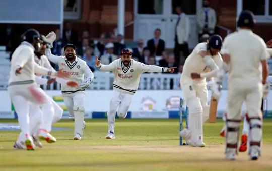 એન્ડરસન આઉટ થયા બાદ ભારતીય ખેલાડીઓ આનંદથી ઝૂમી ઊઠ્યા હતા. લોર્ડ્સમાં 19 ટેસ્ટમાં ભારતની આ ત્રીજી જીત છે.