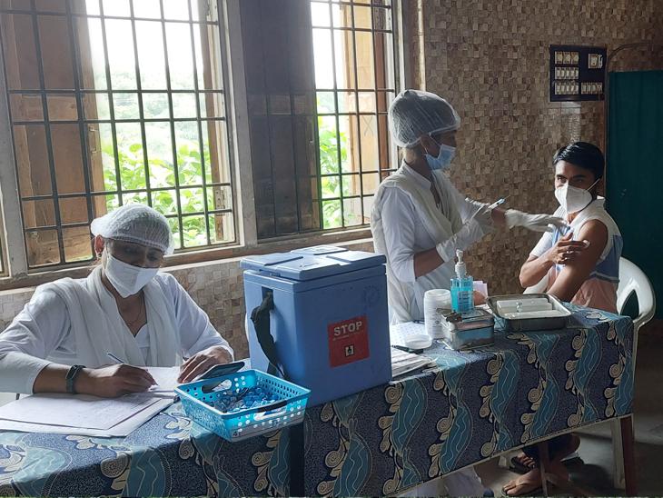 શિનોરમાં કોરોના રસીના કેમ્પમાં 110 લાભાર્થીઓએ વેક્સિન લીધી|શિનોર,Sinor - Divya Bhaskar